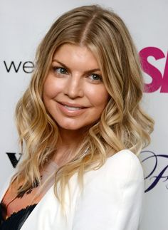 Fergie Medium Hairstyles for Curly Hair - PoPular Haircuts Shaggy Bob Hairstyles, Medium Shag Haircuts, Older Women Hairstyles, Hairstyles With Bangs, Trendy Hairstyles, Bob Haircuts, Celebrity Hairstyles, Bangs With Medium Hair, Medium Hair Cuts