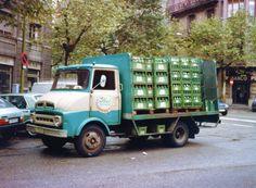 EBRO C150 de gaseosas STEL en las calles Bailén.Rosellón en los años 80.El EBRO era fabricado en el Poblenou y las gaseosas STEL estaban en Pallars-Bilbao y en la calle Agricultura.Foto:Archivo En La Carretera.