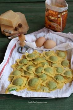 Ravioli cu ricotta si spanac Ravioli, Ricotta, Apple Pie, Italian Recipes, Camembert Cheese, Waffles, Breakfast, Desserts, Foods