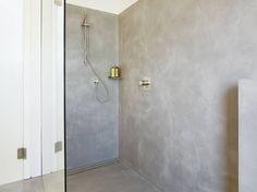 Josep Ruà Spatial Designer creates a Bright penthouse in Valencia, Spain - CAANdesign Tadelakt, Pent House, Open Concept, Bathroom Inspiration, Small Bathroom, Frankfurt, Door Handles, Wall Lights, Bathtub