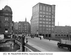HANNOVER Linden *  1933 Ihme Brücke mit Capitol : Der Eimgang Lindens