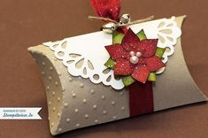 Christmas pillow box : pillow box stampin-up poinsettia -> stempelwiese. Stampin Up Christmas, Christmas Tag, Christmas Projects, Christmas Entryway, Christmas Decorations, Christmas Favors, Christmas Trees, Diy And Crafts, Paper Crafts
