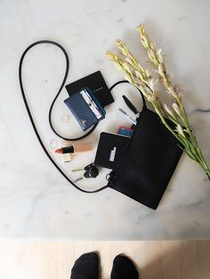 What's in My Bag — Laura Loukola What In My Bag, What's In Your Bag, Inside My Bag, Purse Essentials, Lipstick Case, Minimalist Bag, Travel Cards, Everyday Bag, Bag Organization