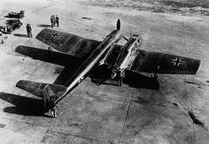 Blohm & Voss BV-141 Avião de reconhecimento tático desenvolvido pelos alemães na Segunda Guerra Mundial é notável por sua assimetria estrutural.  Original: http://aeromagazine.uol.com.br/artigo/avioes-mais-estranhos-da-historia_2815.html#ixzz4g8J83eJg Follow us: aeromagazine on Facebook