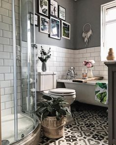 Metro tiles grey walls gallery wall roll top bath patterned tiles peonies a Metro Fliesen graue Wände Galerie Wand Roll-Top Bad gemusterte Fliesen Pfingstrosen a Boho Bathroom, Bathroom Wall Decor, Simple Bathroom, Bathroom Interior, Modern Bathroom, Grey Grout Bathroom, Minimalist Bathroom, Master Bathroom, Bathroom Plants