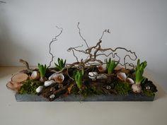 voorjaarsstuk met hyacinten Easter Flower Arrangements, Floral Arrangements, Early Spring Flowers, Plant Design, Easter Wreaths, Flower Show, Floral Bouquets, Easter Crafts, Flower Decorations