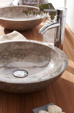 Dieses Aufsatzwaschbecken aus Marmor in hell-braun gibt jedem Badezimmer einen edlen Look