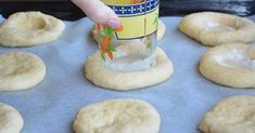 She stretched out the dough, and formed little circles, filled it with cream cheese and 30 minutes later the tasty treat was done! Baking Soda Mask, Baking Soda Shampoo, No Bake Desserts, Easy Desserts, My Favorite Food, Favorite Recipes, Baking With Kids, Baking Supplies, Baked Chicken