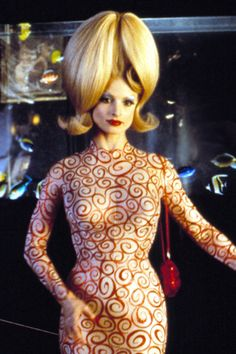 Lisa Marie in When Mars Attacks.Tim Burton is a genius Tim Burton, Mars Attacks, Sci Fi Comedy, Colleen Atwood, Movie Makeup, Stars Then And Now, Modern Hairstyles, Lisa Marie, Beetlejuice