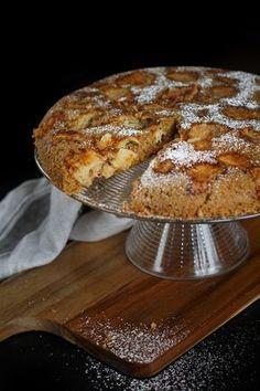 Owsiane ciasto z jabłkami. Sugar Free Desserts, Dessert Recipes, Cake Recipes, Healthy Baking, Healthy Desserts, Coffee Dessert, Gluten Free Baking, Love Food, Sweet Recipes