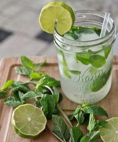 Limonade selber machen - 5 genial einfache Rezepte für den Sommer! www.gofeminin.de/kochen-backen/limonade-selber-machen-s1483859.html
