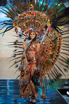 Danza Azteca mujer