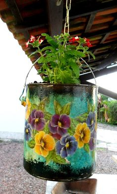 Eco Design by Carlos Rossi : Meu Jardim Painted Tin Cans, Painted Pots, Paint Cans, Tin Can Crafts, Jar Crafts, Decor Crafts, Garden Crafts, Garden Art, Recycled Tin Cans