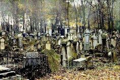 For nowhiteflags on this very awesome Halloween, here are some creepy cemeteries! Old, but never really abandoned. ;)