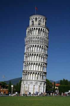 Toren van Pisa in Italië en de architect is Gugliemo en Bananno Pisano Places Around The World, Travel Around The World, Around The Worlds, Dream Vacations, Vacation Spots, Pisa Italia, Places To Travel, Places To See, Wonderful Places