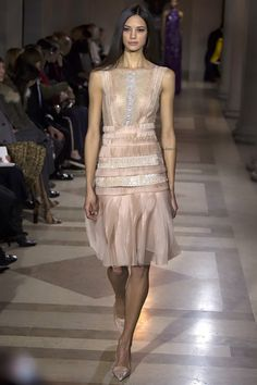 Carolina Herrera Fall 2016 Ready-to-Wear Fashion Show   http://www.theclosetfeminist.ca/    http://www.vogue.com/fashion-shows/fall-2016-ready-to-wear/carolina-herrera/slideshow/collection#37