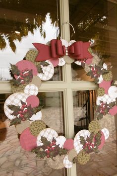 DIY: make a Christmas wreath with a hanger - Trendy Home Decorations Clay Christmas Decorations, Christmas Wreaths To Make, Noel Christmas, Xmas Crafts, Diy For Kids, Crafts For Kids, Theme Noel, Diy Presents, Christmas Sewing