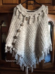 Knitted Poncho, Crochet Cardigan, Crochet Scarves, Crochet Shawl, Knit Crochet, Knitted Baby Clothes, Crochet Clothes, Crochet Mittens Pattern, Crochet Patterns