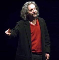 """Al Teatro Nuovo va in scena """"Laika"""" di Ascanio Celestini. L'artista romano """"azzarda"""" un tema spinoso, raccontando il suo Gesù, e immaginando cosa farebbe, oggi, il figlio di Dio sceso in terra. #teatro #Napoli"""