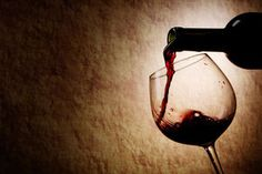 Red wine again! Red wine's too terrible! Red wine is good for allergy now! Wine Drinks, Alcoholic Drinks, Beverages, What Is Health, Buy Alcohol, Wine Tasting Experience, Spanish Wine, Vintage Wine, Vintage Cups