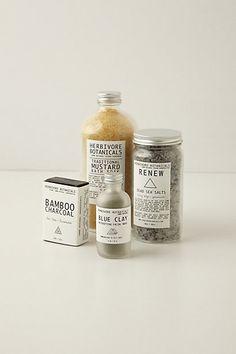Key ingredients: oats, coconut milk powder, avocado extract, essential oils, sea kelp, Dead Sea salt, Brazilian sea salt,