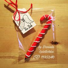 """Für das Adventspiel """"Engerl & Bengerl"""" (Wichteln) musste ein kleines Geschenk her. Dieses ist es dann geworden. Kugelschreiber traf unsere Schmuckkeramikmasse namens MiraJolie und es entstand dieser """"süße"""" und kalorienarme Kugelschreiber."""