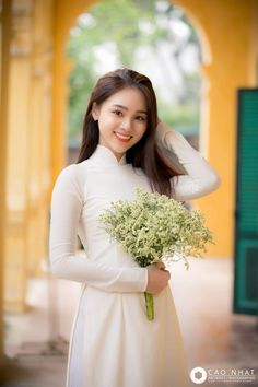Nice look j k puri Beautiful Vietnamese Women, Beautiful Asian Women, Vietnamese Traditional Dress, Traditional Dresses, Preety Girls, Sexy Teens, Ao Dai, Girl Hairstyles, Beauty Women