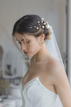 Bridal Veils And Headpieces, Bridal Hair Pins, Veil Hairstyles, Wedding Hairstyles, Pearl Headpiece, Wedding Hair Inspiration, Pearl Hair Pins, Wedding Hair Accessories, Hair Pieces