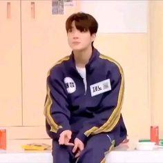 He is a precious baby 🤗 Ntc Dream, Kpop Gifs, Nct Dream Jaemin, Nct Life, Funny Kpop Memes, Jeno Nct, Jisung Nct, Na Jaemin, K Idols