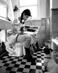 Sandra Bullock reads on the Loo!