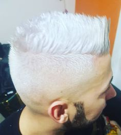 "54 Me gusta, 9 comentarios - Zigor (@zigor_mc) en Instagram: ""Color by me 🎨🎨#whitehair #hairdresser #dye #bleach #love #working #contrast #beard #faded #cut…"""