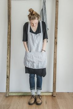 Short square cross linen apron/japanese style by notPERFECTLINEN I wonder if mom could make. Mode Style, Style Me, Japanese Apron, Japanese Style, Linen Apron, Sewing Aprons, Apron Designs, Dress Me Up, Look Fashion