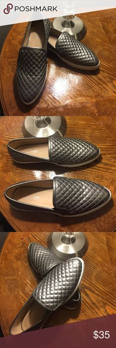 Nine West shoes Gray color NINE WEST shoes, used 2 times.. Good conditions like new.. size 7 Nine West Shoes Flats & Loafers