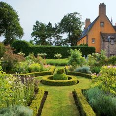 Garden - romantic 5Renaissance garden - beautiful | via House to Home