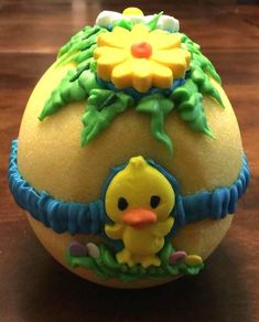 How to make sugar eggs and decorate them with your kids this Easter season.