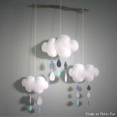 Mobile décoratif nuage et gouttes de pluie gris bleu #etoilesetpetitspois #mobilenuage #chambre douillettes