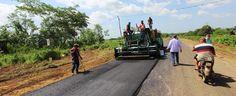 Continúa construcción del par vial Lara-Zulia La Gobernación del estado Zulia acelera la construcción del tramo III del par vial Lara-Zulia; que permitirá unir a Maracaibo con Lagunillas en una gran autopista.  http://wp.me/p6HjOv-441 ConstruyenPais.com