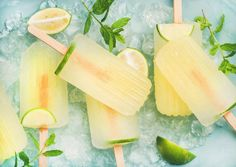 Summer refreshing lemonade popsicles with lime and mint with chipped ice over blue background, top view Mojito, Ice Cream Freeze, Lavender Lemonade, Frozen Yoghurt, Cocktails, Drinks, Ice Ice Baby, Blog Images, Popsicles