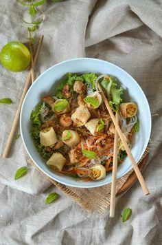 Bo bun with chicken {Asian salad} Bo Bun, Cantonese Food, Food Porn, Asian Recipes, Ethnic Recipes, Braised Chicken, Healthy Salad Recipes, Food For Thought, Entrees
