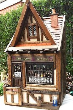 Santas-sweet-shop-complete-with-contents-Tudor-Dolls-House-1-12-OOAK-signed