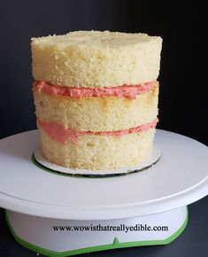 How long does it usually take you to frost a cake? It used to take me hours for one cake. Learn how to frost a cake with sharp edges using buttercream. Cake Decorating For Beginners, Creative Cake Decorating, Cake Decorating Techniques, Cake Decorating Tutorials, Creative Cakes, Decorating Cakes, Buttercream Decorating, Buttercream Cake, Lemon Birthday Cakes