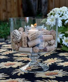 Wine Cork Decor - I do this. Reuse all the cork from wine. Wine Craft, Wine Cork Crafts, Wine Cork Projects, Craft Projects, Do It Yourself Furniture, Simple Centerpieces, Wine Decor, Wine Parties, In Vino Veritas