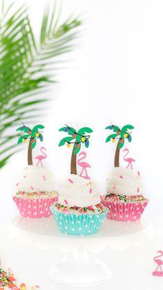 Sprinkle Cupcakes, Cupcake Icing, Cute Cupcakes, Birthday Cupcakes, Cupcake Cakes, Christmas Tree Cupcakes, Christmas Sprinkles, Fun Holiday Desserts, Flamingo Cupcakes