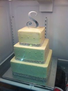 Rhinestone Wedding Cake?!?! What?! Did I just die and go to heaven?! Yes!! I'm so going to have this!!