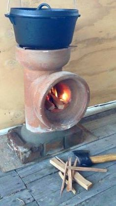 Ted's Woodworking Plans - Living on less : Rocket stove - Get A Lifetime Of Project Ideas & Inspiration! Step By Step Woodworking Plans Camping Survival, Emergency Preparedness, Survival Skills, Survival Blog, Camping Diy, Camping Ideas, Auto Camping, Emergency Water, Camping Crafts