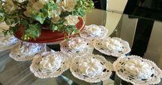 Caminho de mesa com flor mosquitinho de bico