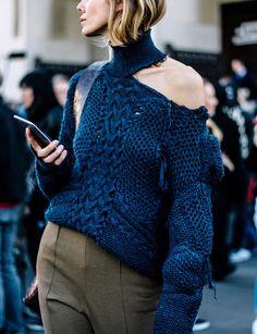 Apparement, cette saison les pull-overs se portent en mode destroyed (photo Vogue Mexique)