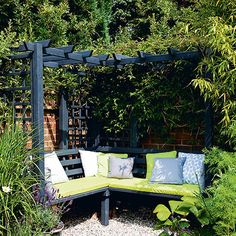 Budget garden ideas – Cheap gardening ideas – Cheap garden designs Garden corner with dual-purpose seating Garden Nook, Garden Cottage, Garden Spaces, Reading Garden, Backyard Seating, Pergola Patio, Backyard Landscaping, Pergola Ideas, Pergola Kits