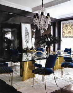 stylist Jackie Austier's chic upper east side apartment featured in Elle Decor...love this insane black lacquered wall that took 10 coats to do!