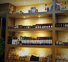Ζυμαρικά, ελαιόλαδο, σάλτσες και πολλές άλλες νοστιμιές. Pasta, olive oil, sauces and many other delicacies.